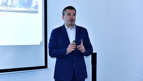 "SKILLS OF MANAGING YOUR BOSS. THE TRAINING IS CONDUCTED BY ""BEELINE"" GENERAL MANAGER ANDREY PYATAKHIN"