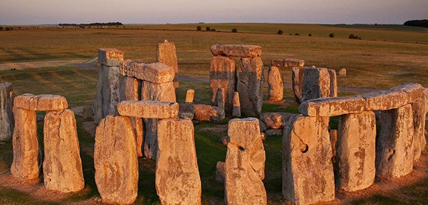 STONEHENGE: DNA REVEALS ORIGIN OF BUILDERS